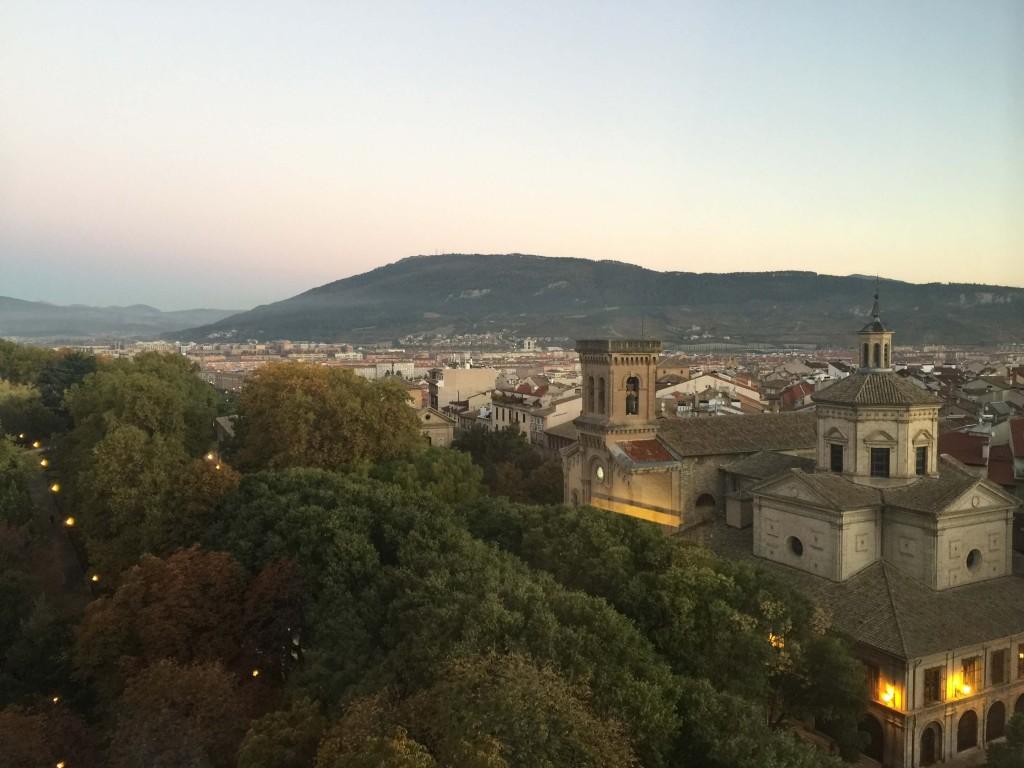 Iglesia de San Lorenzo y Parque de la Taconera desde el Hotel Tres Reyes de Pamplona